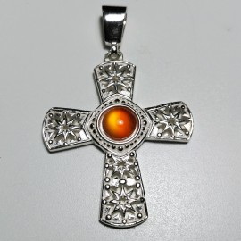 cruz con piedra