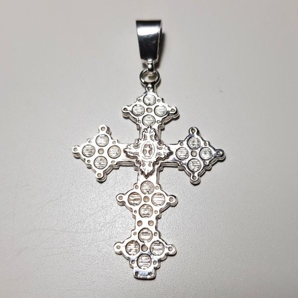Cruz en plata latina
