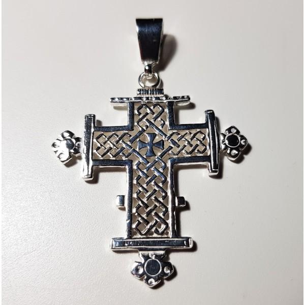 Colgante de cruz plata gotica.