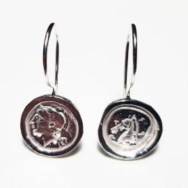 pendientes de plata y monedas