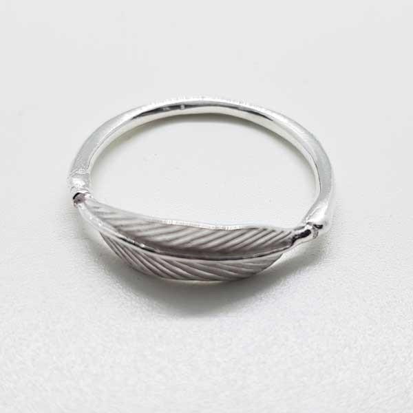 anillo pluma plata