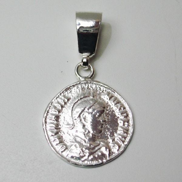Colgante de plata moneda romana.