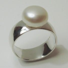 anillo de plata con perla blanca